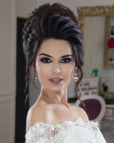 Brautmode: Atemberaubende Hochzeitsfrisuren - 2019 You are in the right place about bun hairstyles f Wedding Hair And Makeup, Bridal Hair, Hair Makeup, Hair Wedding, Bride Hairstyles, Fashion Hairstyles, Wedding Hair Inspiration, Pinterest Hair, Hair Dos