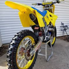 "BROtocross on Instagram: ""...and all that i can see is just a yellow lemon ̶t̶r̶e̶e̶ #bike. 🎵🍋 #suzuki #2stroke #motocross #dirtbike #mxgirl #brap #bikelife…"" Motocross Racing, Motocross Bikes, Vintage Motocross, Auto Racing, Suzuki Dirt Bikes, Mx Bikes, Sport Bikes, Old School Motorcycles, Triumph Motorcycles"