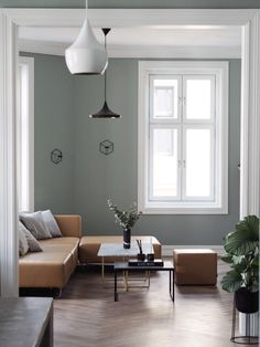 Farge på veggene Lady pure color Minty breeze 7163 fra jotun Färg plus golv Living Room Color Schemes, Paint Colors For Living Room, My Living Room, Interior Design Living Room, Living Room Designs, Living Room Inspiration, Interior Design Inspiration, Piece A Vivre, Sofa Design