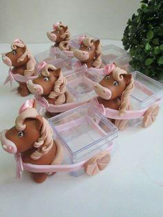Cavalo puxando carroça potinhos de acrílico para doces
