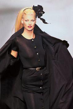 Linda Evangelista - CHANEL Runway Show, 1995