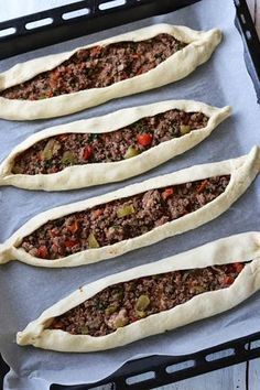Retete turcesti: Pide cu carne de vita, Ayran si Salata de ceapa cu sumac…