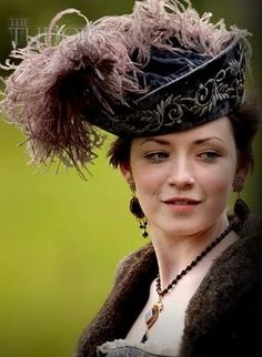 """Princess Mary Tudor from de TV show The Tudors; costumes were FANTASTIC! ( but watch out for young eyes. was a """"racy"""" series! Tudor Style, Costume Renaissance, Renaissance Fair, The Tudors Tv Show, Tudor Fashion, Medieval Fashion, Medieval Clothing, Sarah Bolger, Renaissance Fashion"""