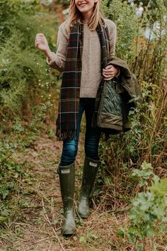 Barbour Womens Jarrow Mid Calf Winter Waterproof Wellington Rain Boots - Dark Olive - clothing country Kelly Larkin And Jess Keys Q&A + Barbour Fall Winter Outfits, Autumn Winter Fashion, Country Winter Outfits, Rainy Day Outfit For Fall, Fall Fashion, Winter Wear, Emo Fashion, Autumn Look, Preppy Style Winter