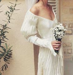 Wedding Looks, Bridal Looks, Bridal Style, Perfect Wedding, Dream Wedding Dresses, Bridal Dresses, Wedding Dress Not White, Cute Wedding Outfits, Elopement Wedding Dresses