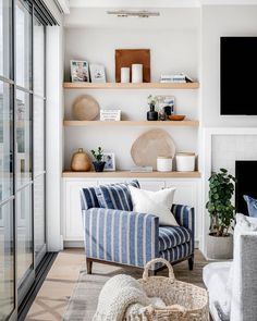 "Style Me Pretty Living's Instagram profile post: ""A good chair + a good #shelfie makes for a great corner combination. ✨  ​ ​design: @brookewagnerdesign ​architect: @brandonarchitects…"" Transitional Living Rooms, Piece A Vivre, Fireplace Design, Simple Fireplace, Living Room Inspiration, Home Decor Kitchen, Kitchen Interior, Ikea Hack, Home Decor Accessories"