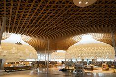 みんなの森 ぎふメディアコスモス | 2015年7月にオープン。木造格子屋根を持つ「市立中央図書館」をはじめ、ホール、ギャラリー、文化交流私設等を備えた最新の公共施設。