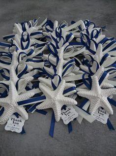 Gessetto segnaposto matrimonio tema mare. www.francescabomboniere.com #matrimonio #segnaposto #segnapostomatrimonio #gessettieconfetti Baby Gift Wrapping, Photo Boots, Beach Wedding Tables, India Wedding, Tag, Adele, Baby Gifts, Wraps, Blue And White