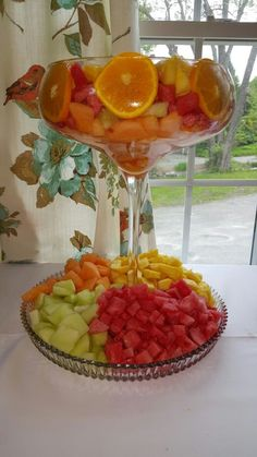 Ideas Fruit Platter Wedding Veggie Display For 2019 Fruit Tables, Fruit Buffet, Fruit Dishes, Fruit Trays, Veggie Display, Veggie Tray, Fruit Centerpieces, Fruit Arrangements, Party Platters