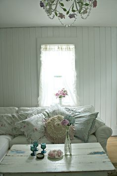 White wash, distressed coffee table  and shabby  couch. Love.