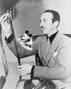 Walt Disney &  Mickey Mouse View Film! 8x10 Reprint Of Old Photo - Walt Disney &  Mickey Mouse View Film! 8x10 Reprint Of Old Photo