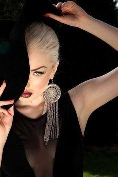 Manicure blanco y gris New ideas Turbans, Black Is Beautiful, Beautiful Women, Beautiful Images, Vogue, Thing 1, Foto Pose, Mode Vintage, Black Magic