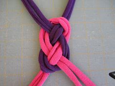 """HOW TO MAKE A """"CELTIC KNOT"""" HEADBAND what you'll need: old tshirts – any color, combo (could also use fabric, rope, yarn, etc.) cutting mat & rotary cutter (plain 'ol scissors would work just fine too) glue gun & glue Headband Tutorial, Diy Headband, Knitted Headband, Sew Headbands, Celtic Knot Headband, Jersey Headband, Old T Shirts, Diy Hair Accessories, T Shirt Yarn"""