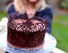 Easy, fancy chocolate cake. Decorating tutorial. This is genius!