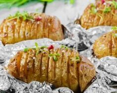 Pommes de terre à la suédoise au barbecue : http://www.fourchette-et-bikini.fr/recettes/recettes-minceur/pommes-de-terre-la-suedoise-au-barbecue.html