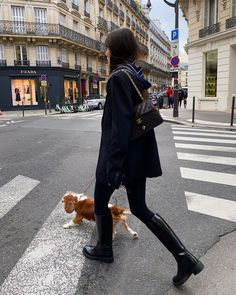 Parisian Chic Style, Zara, French Girl Style, How To Wear Scarves, Casual Winter Outfits, French Fashion, Classy Fashion, Minimalist Fashion, Winter Fashion