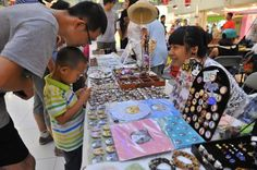 Handicrafts Fair Attracts White-Collar Workers, College Students - All China Women's Federation