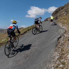 THIRTY THREE PERCENT. One of the UK's toughest climbs, Hardknott Pass in the beautiful Lake District is only 2km long, but with avg.gradient of 13% and 33% #switchbacks at the summit, it's a leg killer.