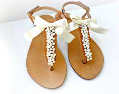 Hochzeit Sandalen / griechische Ledersandalen mit Elfenbein Perlen verziert und satin beugen /Bridal Partei Schuhe / elfenbeine Frauen Wohnungen / Brautjungfer Sandalen