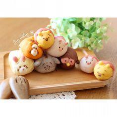 ツムツムちぎりパン♪ Japanese Bread, Japanese Food Art, Japanese Sweets, Cute Buns, Sweet Buns, Food Collage, Kawaii Bento, Kawaii Dessert, Tsumtsum