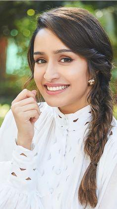 Beauty Girls: New Beautiful Girls Pics Indian Bollywood Actress, Bollywood Girls, Beautiful Bollywood Actress, Beautiful Actresses, Indian Actresses, Bollywood Heroine, Bollywood Saree, Bollywood Fashion, Stylish Girl Images
