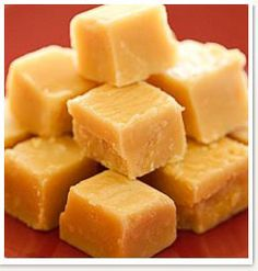 Fudge This is a condensed milk fudge I used to make when I lived there years and years ago. It was divineThis is a condensed milk fudge I used to make when I lived there years and years ago. It was divine Candy Recipes, Sweet Recipes, Dessert Recipes, Desserts, Yummy Treats, Sweet Treats, Yummy Food, Fudge Recipe Condensed Milk, Old Fashion Fudge Recipes