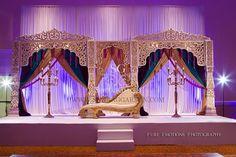 Indian wedding decor in category Wedding Ideas Wedding Reception Backdrop, Wedding Mandap, Garden Wedding Decorations, Desi Wedding, Tamil Wedding, Wedding Gold, Wedding Receptions, Jasmin Party, Indian Wedding Stage