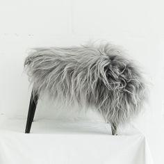 narzuta nakładka na krzesło - siwa srebrna skóra owcy islandzkiej - długi włos