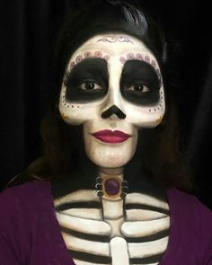 Are you looking for inspiration for your Halloween make-up? Browse around this site for creepy Halloween makeup looks. Unique Halloween Makeup, Halloween Looks, Scary Halloween, Disney Halloween Makeup, Halloween Costumes, Halloween Parties, Halloween Skeleton Makeup, Sugar Skull Halloween, Halloween College