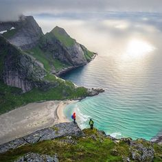 Comparateur de voyages http://www.hotels-live.com :  @timkemple Looking down on our camp from the steep cliffs above Bunes Beach on the Lofoten Islands in Norway. Beach camping is always a special treat but to be able to do it under the midnight sun in a remote part of the world make this a must do for anyone with a little bit of adventure in their blood. @johncollinson @bookofsamuel Hotels-live.com via https://www.instagram.com/p/BDOI2yDioFg/ #Flickr via Hotels-live.com…