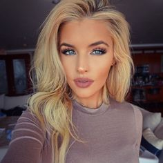 Full Makeup Looks for Girls with Blonde Eyebrows picture 4 Blonde Eyebrows, Blonde Hair Blue Eyes, Blonde Hair Makeup, Holiday Makeup, Christmas Makeup, Full Face Makeup, Blue Eye Makeup, Wedding Hair And Makeup, Bridal Makeup