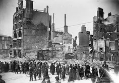 The remains of the Dublin Bread Company at Lower Sackville Street (now O'Connell Street) after the Easter Rising in Wikimedia Commons, Courtesy of the National Library of Ireland on The Commons. Ireland 1916, Dublin Ireland, Old Pictures, Old Photos, Irish Independence, Bread And Company, Dublin Street, Easter Rising, Republic Of Ireland