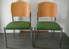 Fraaie en comfortabele stoel, te gebruiken op kantoor, in de kantine of in de eethoek. We hebben er vier staan.