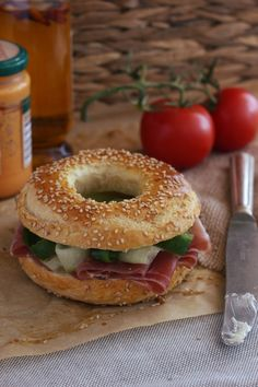Delicious bagels with secret trick: So they are nice and round! - Delicious Meets Healthy: Quick and Healthy Wholesome Recipes Savoury Baking, Bread Baking, Bagel Recipe, Healthy Protein, Recipes For Beginners, Pumpkin Recipes, Food Inspiration, Food And Drink, Easy Meals