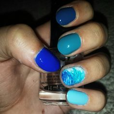 Colors if the ocean - blue ombre nails