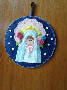 Quadro de Nossa Senhora do Rosário feito de feltro.