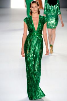 Celebrities who wear, use, or own Elie Saab Spring 2012 RTW Green Sequin Gown. Also discover the movies, TV shows, and events associated with Elie Saab Spring 2012 RTW Green Sequin Gown. Trend Fashion, Fashion Week, Look Fashion, Runway Fashion, Fashion Show, Paris Fashion, Oscar Fashion, Budget Fashion, Fashion Clothes