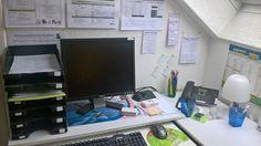 Bureau partagé et équipé à Amiens dans les Hauts-De-France idéal pour les Entrepreneurs aimant le calme, la confidentialité et la disponibilité (réservation à l'heure, à la demi-journée, à la journée, à la semaine, au mois...etc...). Équipement : poste informatique, standard, imprimante, scanner, lampe de bureau...etc...