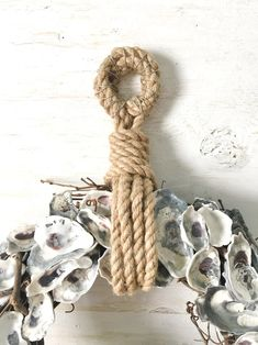 Luxury Coastal Home Decor. Transform your own house right into a coastal vacation regardless of where you live with coastal decor helpful hints Coastal Wreath, Seashell Wreath, Nautical Wreath, Seashell Art, Seashell Crafts, Beach Crafts, Coastal Decor, Diy And Crafts, Ocean Crafts