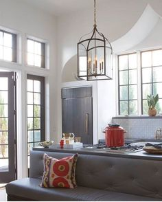 A classic, four-sided foyer lantern, Clarendon 💡 is updated tradition at its very finest. (via Hinkley Lighting) Foyer Pendant Lighting, Entryway Lighting, Interior Lighting, Interior Styling, Lighting Design, Interior Decorating, Interior Design, Kitchen Lighting, Traditional Lanterns