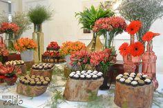decoraçao rustiCA EM VERMELHO - Pesquisa Google Grandma Birthday, Table Decorations, Plants, Furniture, Home Decor, Vases, Christmas Deco, Mariage, Ideas