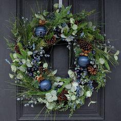 Wreath Crafts, Diy Wreath, Wreath Making, Wreath Ideas, Holiday Wreaths, Holiday Crafts, Winter Wreaths, Rustic Christmas Crafts, Beautiful Christmas Decorations