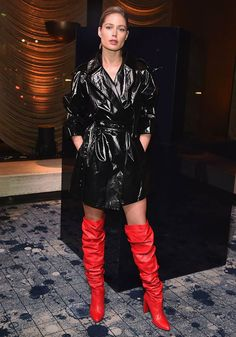 Red Leather Boots, Red Boots, Winter Trends, Trends 2018, New York Fashion, Doutzen Kroes, Leder Outfits, Pvc Raincoat, All Black Looks