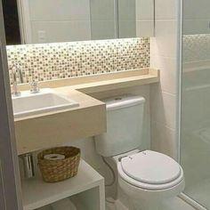 Confira como decorar banheiros pequenos de maneira linda e criativa, capaz de aproveitar totalmente os espaços de seu banheiro para deixa-lo lindo. Bathroom Layout, Bathroom Interior, Modern Bathroom, Master Bathroom, Bathroom Vintage, Minimalist Bathroom, Small Bathrooms, Bathroom Colors, Douche Design