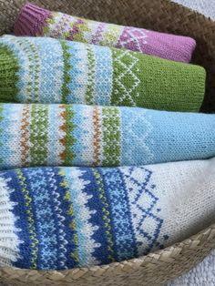 The Grete Sweater Knitting pattern by Knitting Inna Christmas Knitting Patterns, Sweater Knitting Patterns, Knitting Designs, Knit Patterns, Knitting Books, Arm Knitting, Lang Yarns, Paintbox Yarn, Red Heart Yarn