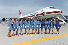 """Swissair Boeing 747-257B HB-IGA """"Genéve"""" and graduating flight attendants at Zürich-Kloten, circa 1971. (© ETH-Bibliothek Zürich, Bildarchiv/Stiftung Luftbild Schweiz)"""