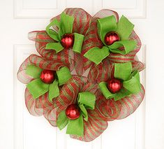 """Mesh Christmas Wreath craft tutorial for Christmas from @Leisure Arts  - find it in our eBook, """"Homemade Christmas Gifts:  14 Gift Ideas & DIY Home Decor"""""""