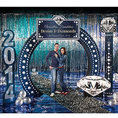 Create a dazzling denim scene with our Denim and Diamonds Kit. This kit will turn your party into the most glamorous, boot scootin' event of the year.