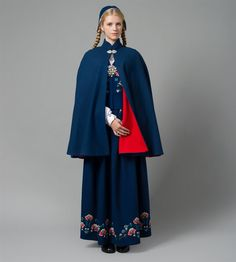 Cape til Bolsøybunaden Folk Costume, Costumes, Swedish Design, People Dress, Historical Clothing, Traditional Outfits, Cape, That Look, Dress Up
