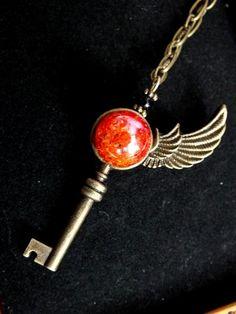 ひび割れた魔法石の片翼の鍵(炎) by perori アクセサリー ネックレス